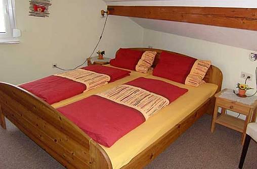 ferienwohnung-am-bodensee-schlafzimmer-elternschlafzimmer